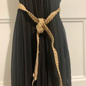 Maxi pleated black dress.